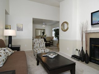 Furnished 2-Bedroom Apartment at Garden Hwy & Gateway Oaks Dr Sacramento - Sacramento vacation rentals