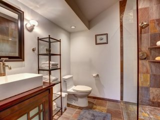 Furnished 2-Bedroom Home at San Anselmo Ave & Center Blvd San Anselmo - Atascadero vacation rentals