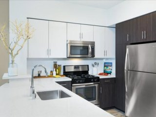 2 bedroom Apartment with Internet Access in Emeryville - Emeryville vacation rentals