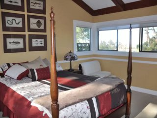Bright 3 bedroom House in San Mateo - San Mateo vacation rentals