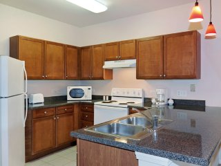 Furnished 1-Bedroom Apartment at S Highland Ave & Majestic Dr Lombard - Lombard vacation rentals