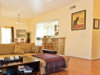 Furnished 2-Bedroom Townhouse at W Huntington Dr & S Baldwin Ave Arcadia - Arcadia vacation rentals