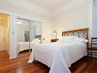 LOVELY AND SPACIOUS 2 BEDROOM, 1 BATHROOM APARTMENT - San Francisco vacation rentals