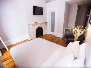 Cozy Studio Apartment in Beacon Hill Near Park St Station - Boston vacation rentals