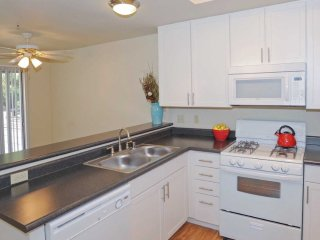 Well Designed for Comfort - 1 Bedroom, 1 Bathroom Apartment in Foster City - Foster City vacation rentals