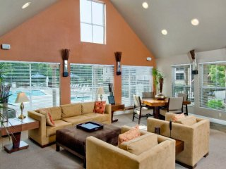 Homey 2 Bedroom, 2 Bathroom Apartment in Redwood City - Redwood City vacation rentals