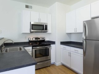 Great and Stunning 2 Bedroom Apartment in Fremont - Fremont vacation rentals