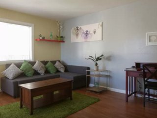 Furnished 2-Bedroom Apartment at 17th St & Chanslor Ave Richmond - Richmond vacation rentals