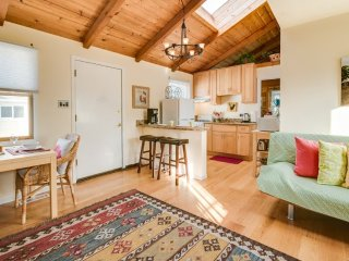 Furnished 2-Bedroom Cottage at Brighton Rd & Lunetta Ave Pacifica - Pacifica vacation rentals