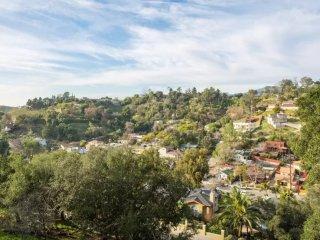 Furnished 2-Bedroom Home at York Blvd & N Ave 57 Los Angeles - Highland Park vacation rentals