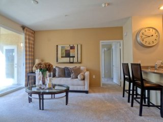 Furnished 2-Bedroom Apartment at Flynn Rd & Via Presidio Camarillo - Camarillo vacation rentals