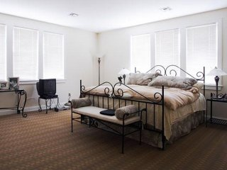 Furnished 3-Bedroom Townhouse at Babcock St & Winslow Rd Brookline - Brookline vacation rentals