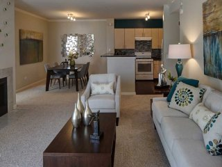 Furnished 1-Bedroom Apartment at Rickert Dr & Lonsdale Ave Naperville - Naperville vacation rentals
