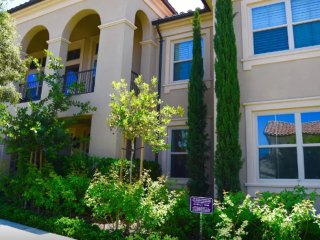 Furnished 2-Bedroom Condo at Irvine Blvd & Groveland Irvine - Irvine vacation rentals
