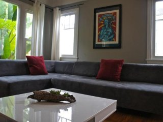 BEAUTIFULLY FURNISHED 2 BEDROOM, 1 LUXURY APARTMENT - Santa Monica vacation rentals