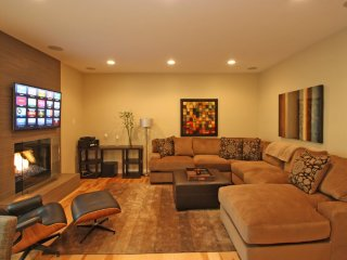 Furnished 2-Bedroom Apartment at White Oak Ave & Weddington St Los Angeles - Bell Canyon vacation rentals