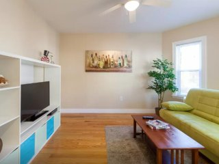 Furnished 3-Bedroom Apartment at Bow St & Shapley Ave Medford - Medford vacation rentals
