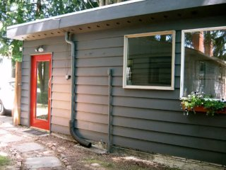Furnished 1-Bedroom Cottage at 35th Ave NE & NE 77th St Seattle - Rolette vacation rentals