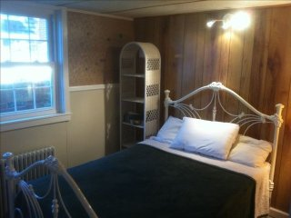 Furnished 2-Bedroom Apartment at Kenilworth Ave & Oxford St Garrett Park - Garrett Park vacation rentals