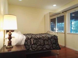 Furnished 2-Bedroom Apartment at 108th Ave NE & NE 52nd St Kirkland - Kirkland vacation rentals