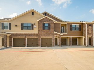 Furnished 2-Bedroom Apartment at Mound Rd & Josey Ranch Rd Cypress - Cypress vacation rentals