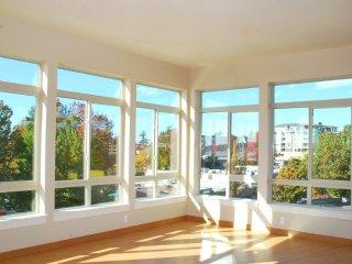 Furnished 1-Bedroom Apartment at Kirkland Ave & Main St S Kirkland - Kirkland vacation rentals
