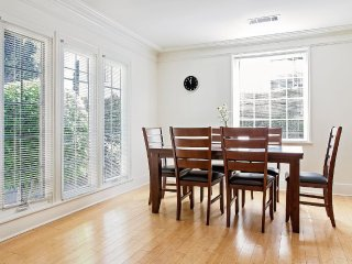 Sunny And Bright 2 Bedroom, 2 Bathroom Home - West Hollywood vacation rentals