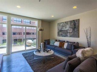 Furnished 2-Bedroom Apartment at S Los Robles Ave & El Dorado St Pasadena - Pasadena vacation rentals