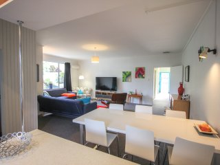 2 bedroom Apartment with Internet Access in Dunedin - Dunedin vacation rentals