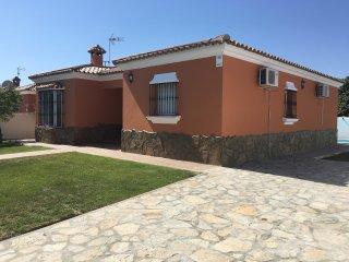 Perfect 3 bedroom Villa in Chiclana de la Frontera with Internet Access - Chiclana de la Frontera vacation rentals