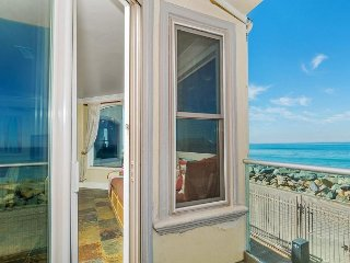 Luxury Oceantfront rental, 5br/4ba, Spa,Huge Kitchen,Designer Decorated & A/C - Oceanside vacation rentals