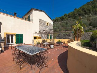 Maison Francois - Rustico con vista panoramica - Finale Ligure vacation rentals