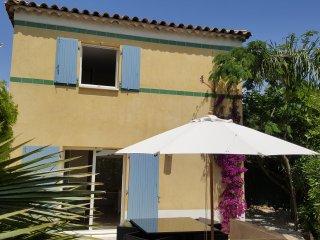 Sanary Villa à mi-chemin entre la plage et le port - Sanary-sur-Mer vacation rentals