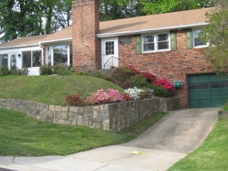 Convenient private home on cul-de-sac - Bethesda vacation rentals