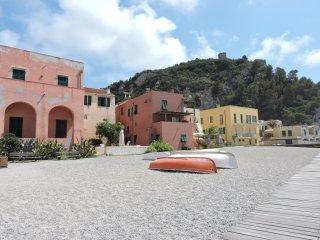 Villa Indipendente con giardino - Varigotti vacation rentals