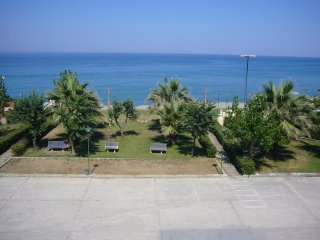 Bright 2 bedroom Mirto Apartment with Balcony - Mirto vacation rentals