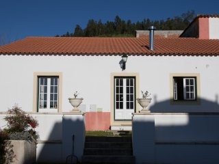 Nice Cottage with Television and Microwave - Caldas da Rainha vacation rentals