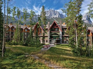 MOUNTAIN RETREAT-7.5 miles from Banff Natonal Park - Canmore vacation rentals