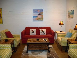 102TC - Vacation Townhouse, Large Shared Pool, 3 Bedroom, 2.5 bath, Sleeps 10 - Port Aransas vacation rentals