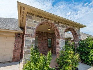Gorgeous Home in Peaceful Gated Community - Oklahoma City vacation rentals