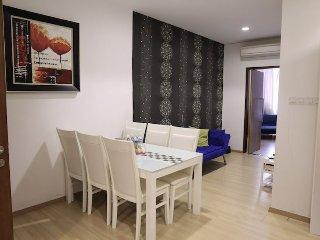 118 Residences (Studio Suite - Low Floor) - Georgetown vacation rentals