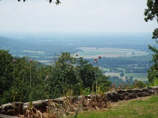 A 3 bedroom home with an amazing and serene view - Monteagle vacation rentals