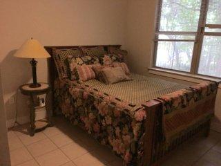 Quiet spot in trendy East Austin - Austin vacation rentals