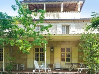 Well-appointed house with pool & WiFi - Auch vacation rentals