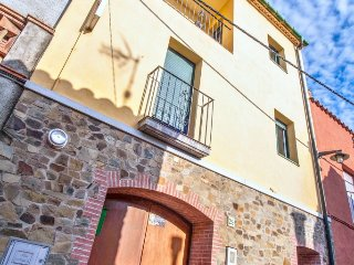 Classic house with a furnished balcony - Rabos d'Emporda vacation rentals