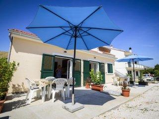 Sunny 2-room apartment near the beach - Grebastica vacation rentals