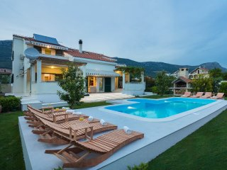 Beautiful 5 bedroom Kastel Stari Villa with Internet Access - Kastel Stari vacation rentals