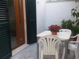 Bilocale appena ristrutturato con giardino - Nardo vacation rentals