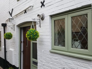 1 Mews Cottage, Ledbury Town - Sleeps 6/ Luxury! - Ledbury vacation rentals
