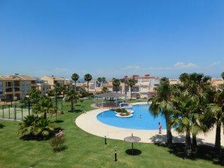 Fantástico y modero apartamento dúplex con terraza - El Verger vacation rentals